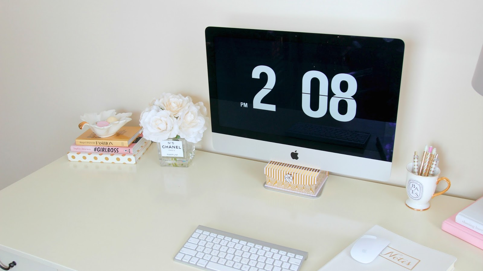 Girly Desk - Girl Boss - Imac - Clock Screen Saver