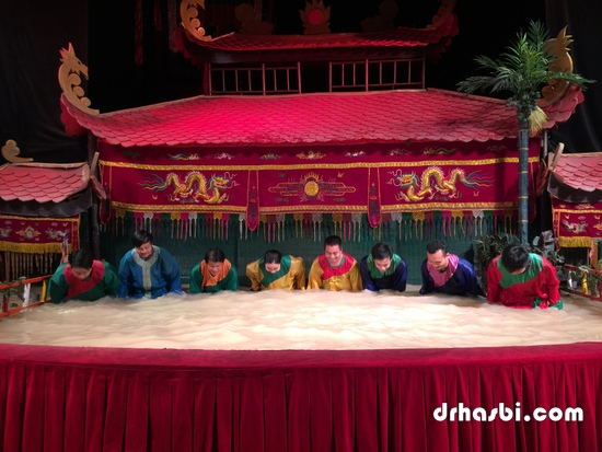 Pemain patung Water Puppet Theatre di Ho Chi Minh