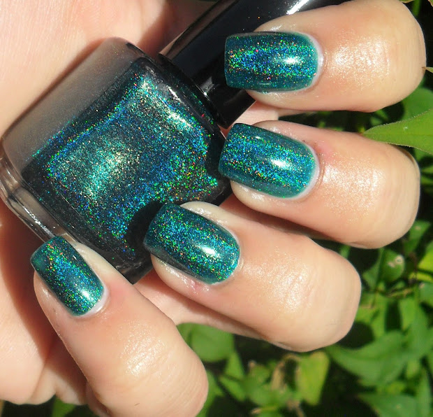 cute-tickle nails glitter gal