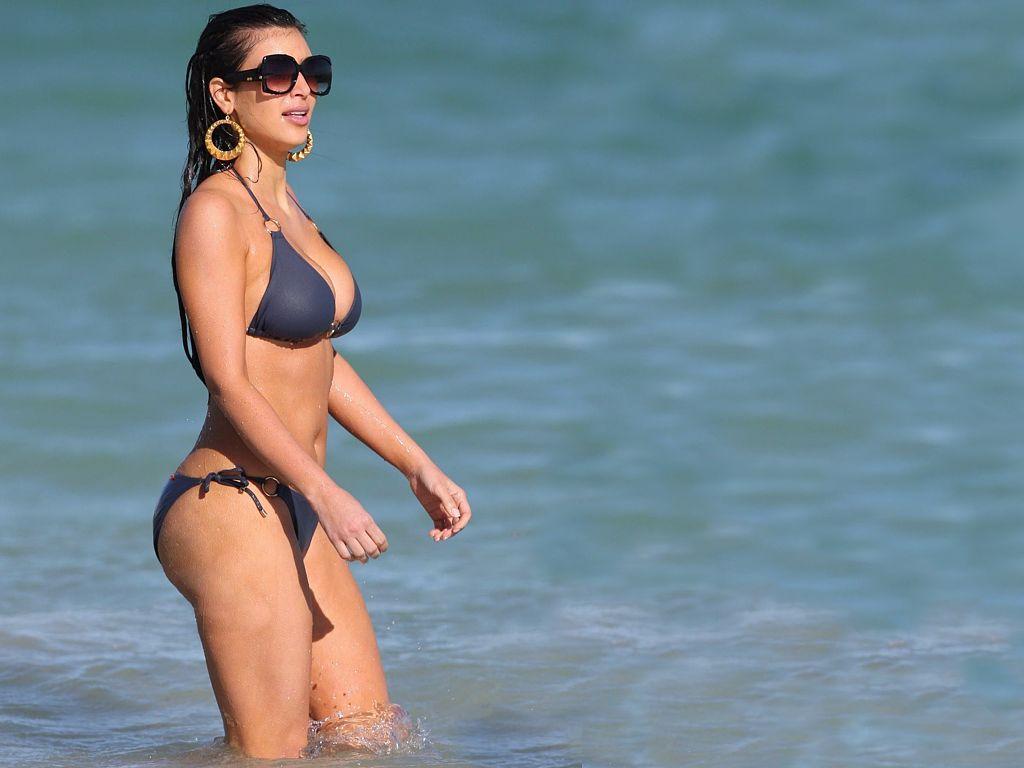 http://2.bp.blogspot.com/-9dcMXEZH5K4/TlVqkhpFbfI/AAAAAAAACJ0/Gc5fsUT7vKk/s1600/Kim+Kardashian+Bikini+1.jpg