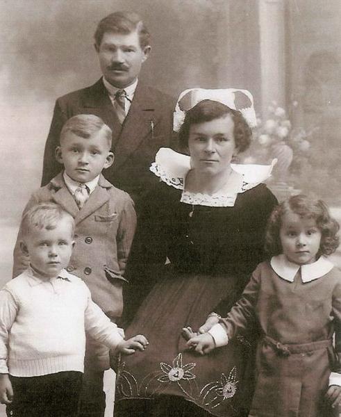 Pierre et Perrine Carduner avec leurs enfants.