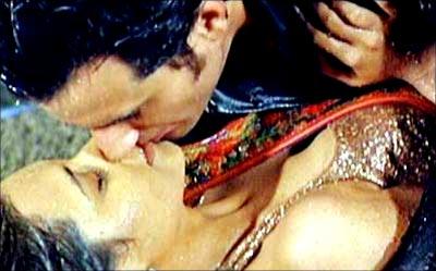 saif and rani mukherjee kiss scene