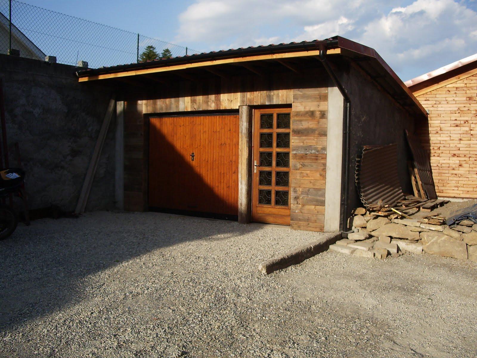 Ma maison en parpaings de bois bvb caniveau du garage et for Maison parpaing bois