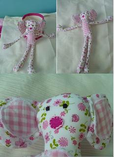 foto van een roze met witte knuffel met slungelige armen en benen