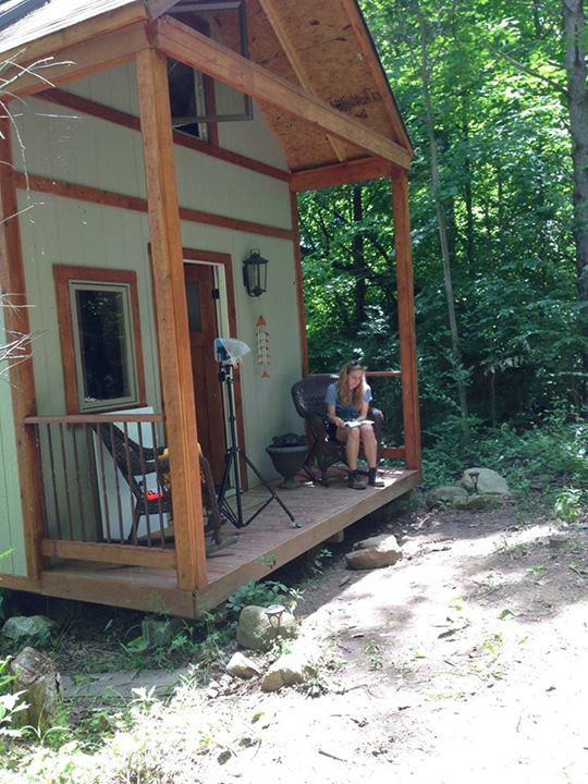 03-Kelley-Lewis-Cabin-Chick-Architecture-in-Tiny-Home-with-a-Lakeside-View-www-designstack-co