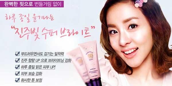 Mujer Coreana anunciando una BB cream