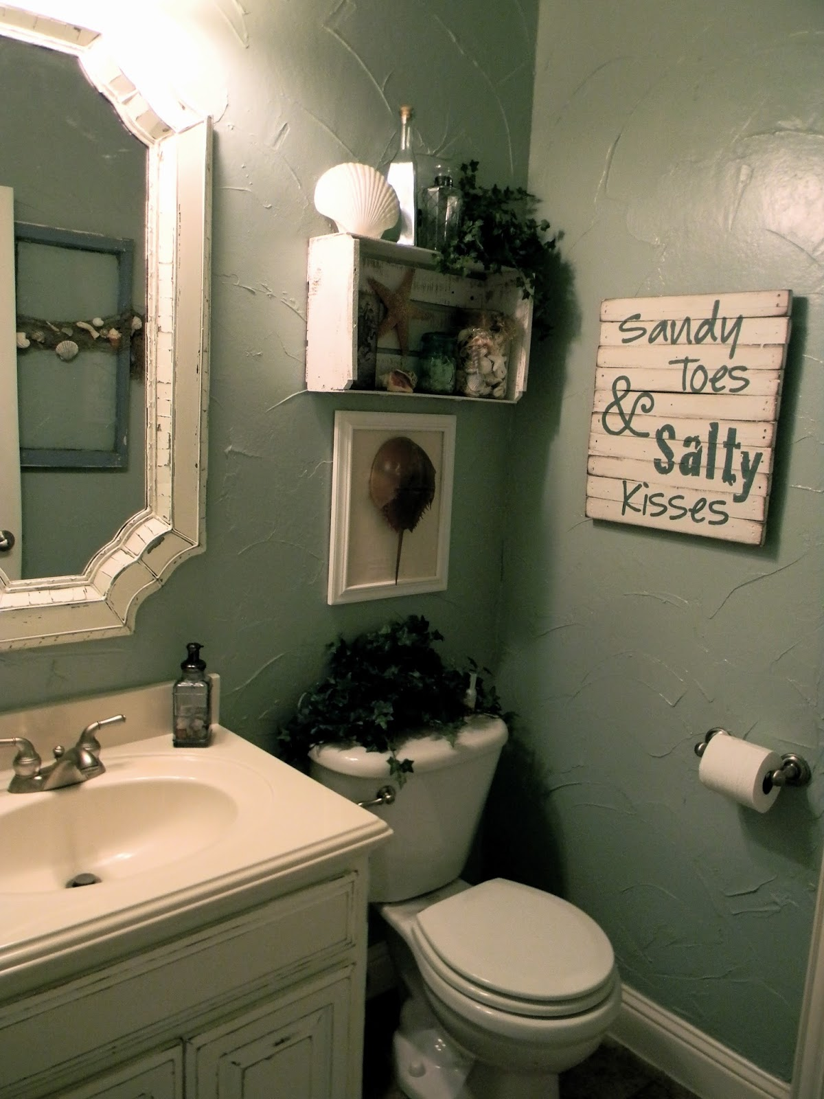Little bit of paint small bathroom makeover for Small bathroom makeover ideas