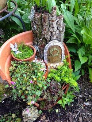 عمل تجميل للاواني المكسورة broken-pot-fairy-garden-12-300x400.jpg