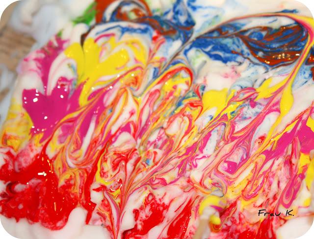Rasierschaum mit Acrylfarbe
