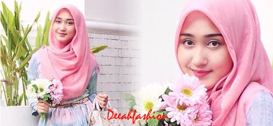 Jilbab Cantik ala Dian Pelangi Terbaru