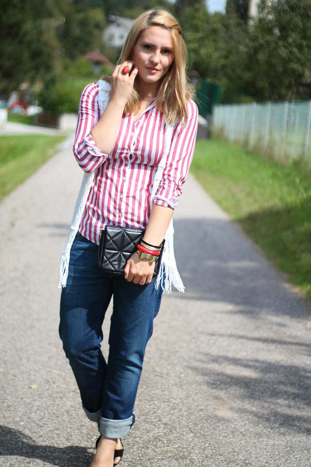 Fashionblogger Austria / Österreich / Deutsch / German / Kärnten / Carinthia / Klagenfurt / Köttmannsdorf / Spring Look / Classy / Edgy / Summer / Summer Style 2014 / Summer Look / Fashionista Look /   / Summer Look / Boyfriend Jeans / White Vest / Stripped Blouse / Maritim / Black Clutch / Cross Body Bag / Strapy Heels / Zalando/ Ernstings Family / Zara / Tommy Hilfiger / Vero MOda / I Am /