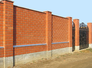 Кирпичный забор. Фото 38