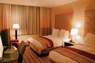 http://www.wisatagunungbromo.com/2013/07/daftar-hotel-yang-dekat-gunung-bromo.html