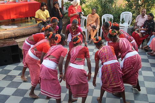 Traditional Dance Of France Information http://goalifeculture.blogspot.com/2011/10/dhalo-goan-folk-dance.html