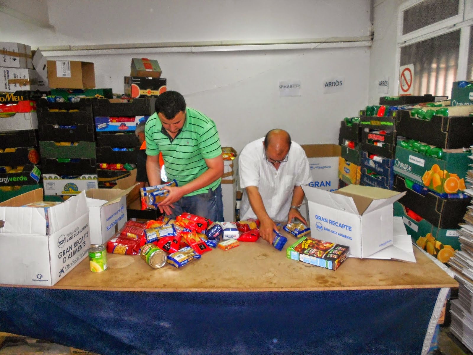 Islam espa a la comunidad isl mica de balaguer participa en la campa a de recogida de alimentos - Recogida de muebles comunidad de madrid ...