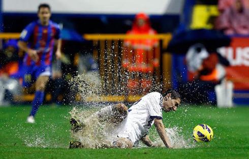 The corner levante 1 2 real madrid - Cristiano ronaldo dive ...