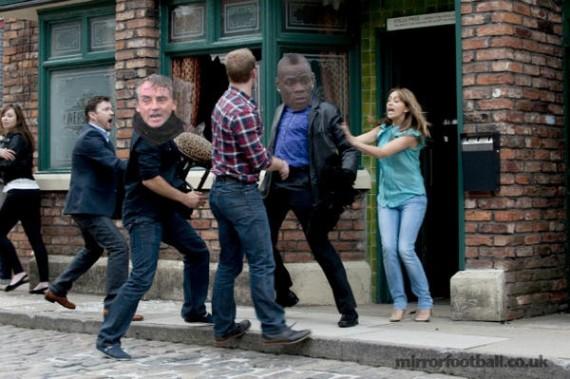 Balotelli y Mancini se enfrentan en una pelea de barrio
