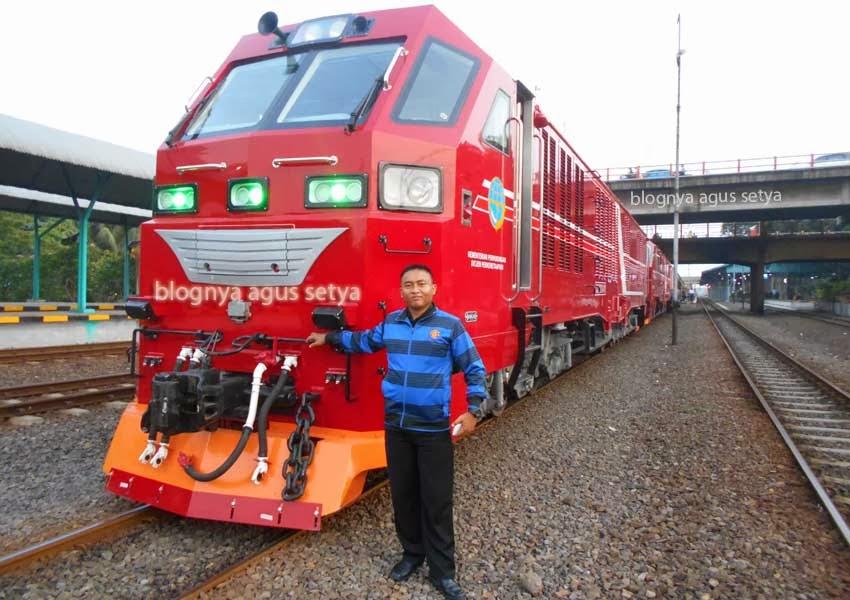 gambar lokomotif CC 300