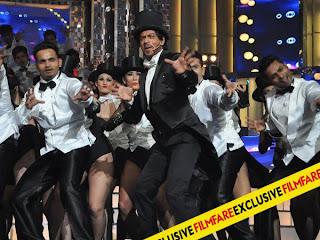 Shah Rukh Khan at Filmfare Awards -2013 stage performance stills