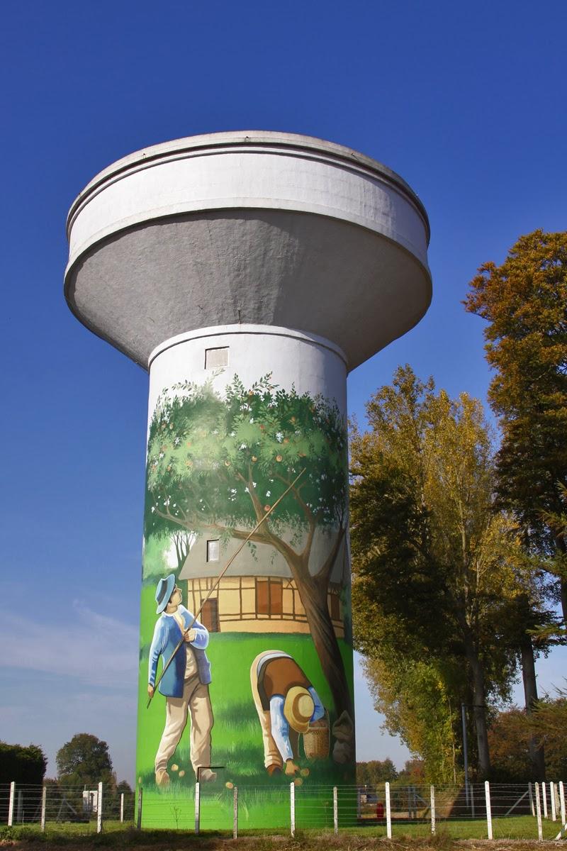 Blog photo de r mi bourdel ch teaux d 39 eau peints for Piscine chateau d eau reims