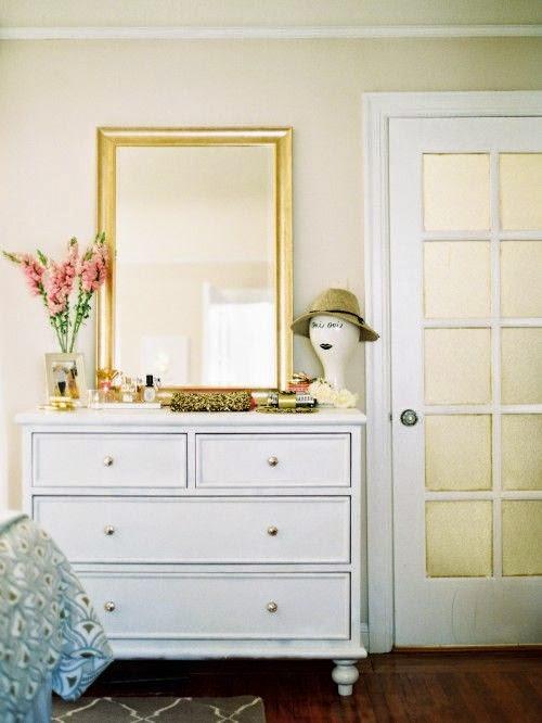 Ideas para poner un espejo en el dormitorio mi casa es feng - Como colocar un espejo encima de un aparador ...