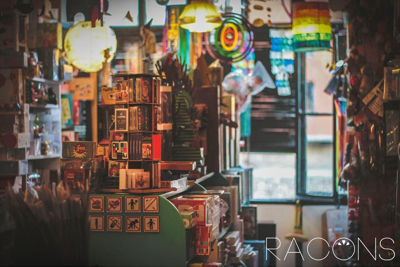 Part de darrera de la botiga La Carpa Girona