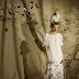 Elf world creative white wedding dress show