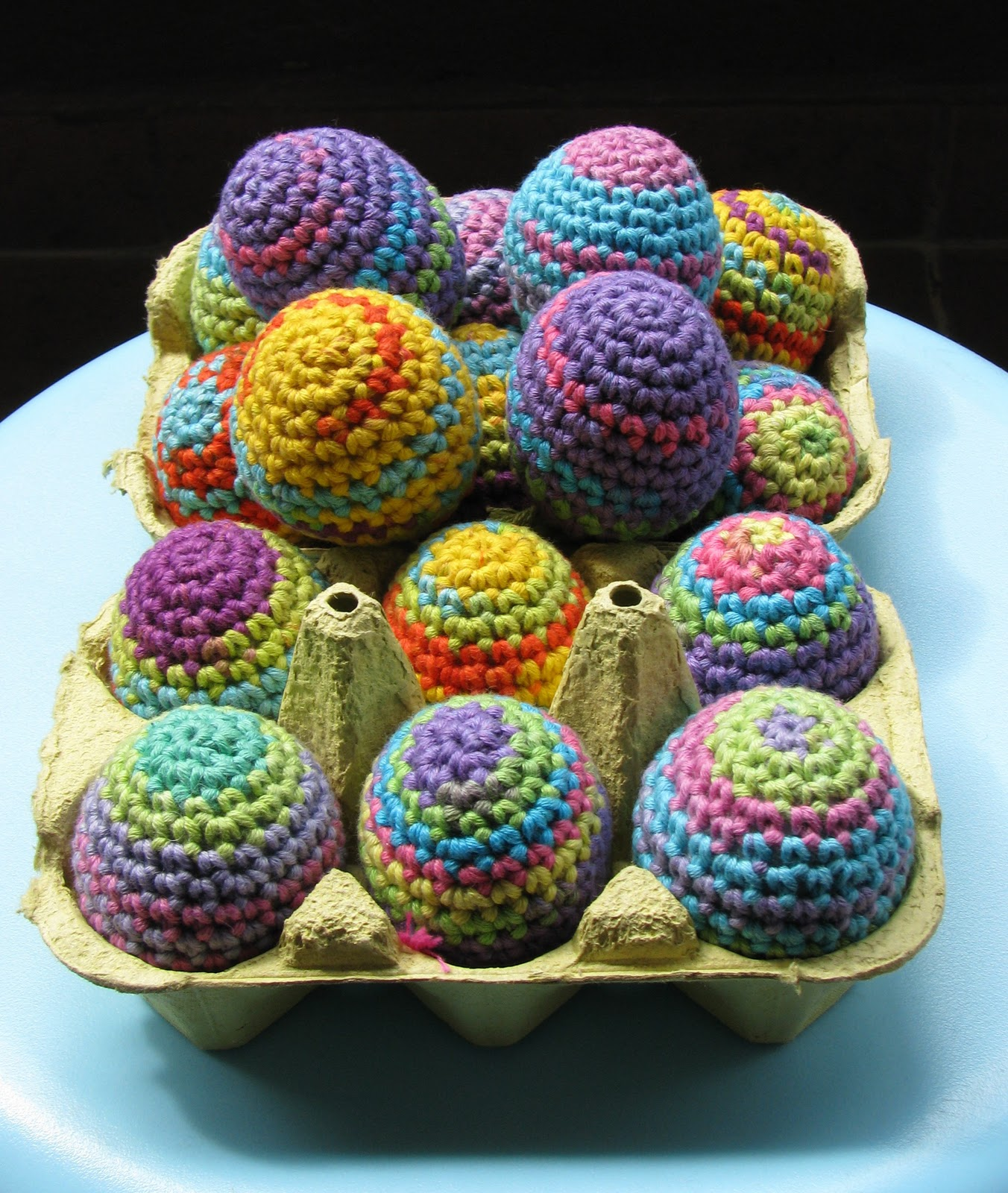 Crocheting Easter Eggs : Lady Crochet: Rainbow Easter Eggs / Huevos de Pascua