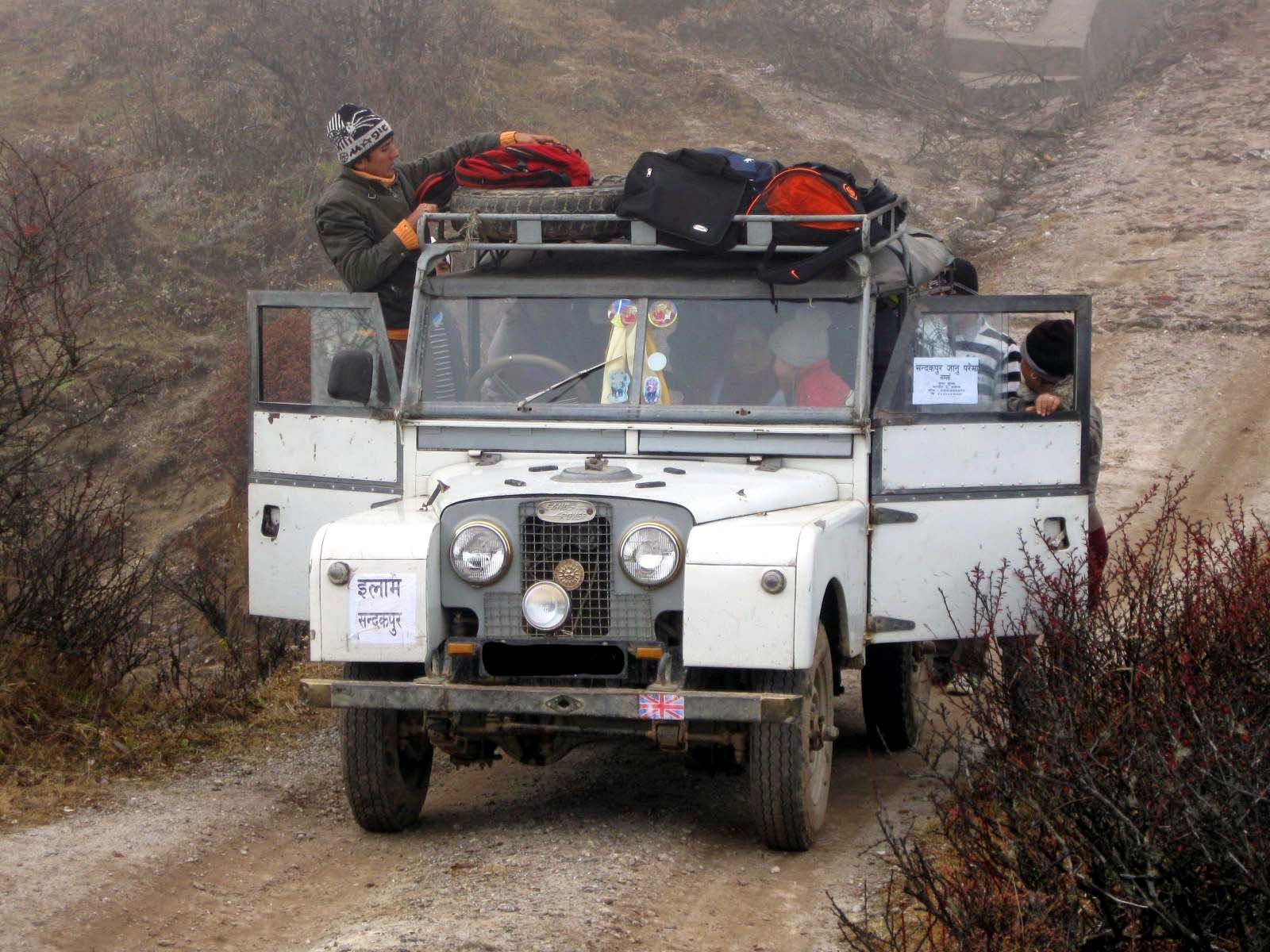 Land Rover in sandakphu