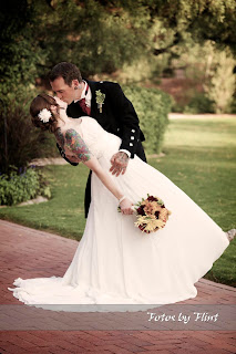 The perfect kiss at an Arizona wedding