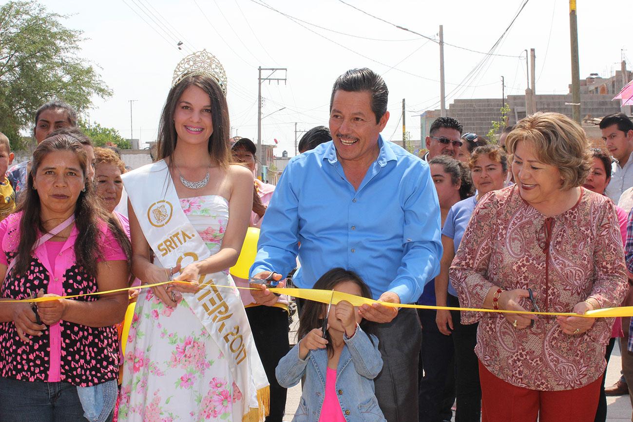 INAUGURA RICARDO GALLARDO PAVIMENTACIÓN EN COLONIA LAS FLORES
