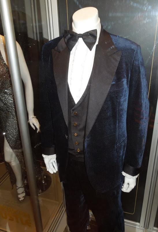 Christian Bale Irving Rosenfeld outfit American Hustle