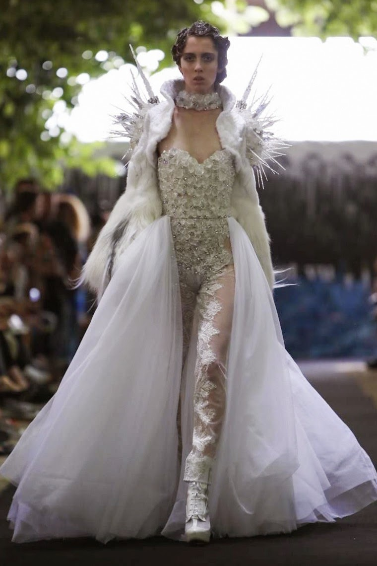 ON-AURA-TOUT-VU-Couture-Fall-Winter-2014-2015, ON-AURA-TOUT-VU-Couture-Fall-Winter-2015, ON-AURA-TOUT-VU-Haute-Couture-Fall-Winter-2014-2015, ON-AURA-TOUT-VU-Couture-Fall-Winter, ON-AURA-TOUT-VU-Couture, ON-AURA-TOUT-VU, Livia-Stoianova, Yassen-Samouilov, reine-des-neiges, haute-couture, paris-haute-couture, du-dessin-aux-podiums, dudessinauxpodiums, mode-femme, shoes-at-new-look, chaussures-new-look, vetement-femme-grande-taille, tunique-femme, new-look-ladies-coats, vetements-femmes, fashion-tops, womens-fashions, vetement-tendance, plus-size-womens-clothing, plus-size-clothes, mode-pas-cher, fashion-dresses, ladies-clothes, chaussures-femmes-pas-cher, fringue-pas-cher, robes-de-soiree