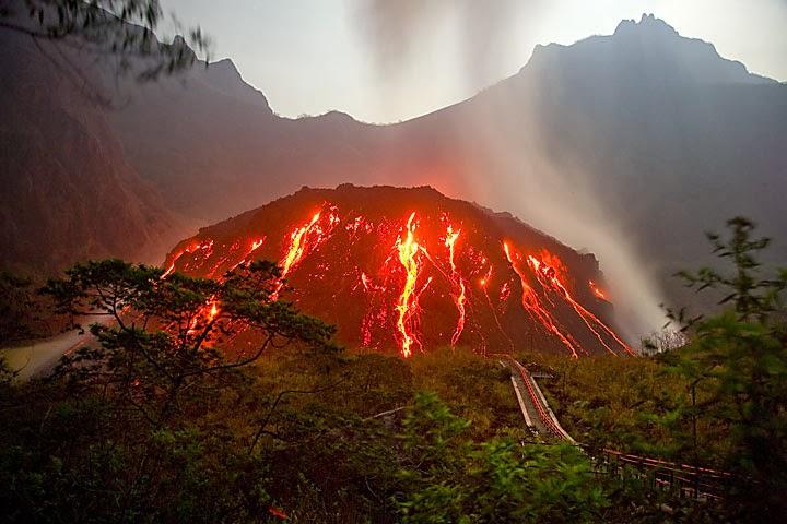 http://inforingankita.blogspot.com/2014/02/8-gunung-api-di-indonesia-yang.html