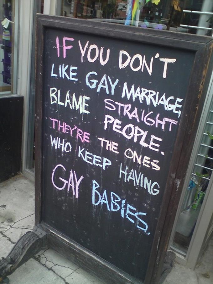 Se você não gosta de casamento gay, reclame com os heterossexuais. São eles que não param de ter filhos gays.