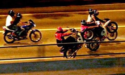 Tips Memandu Bersama Pelumba Haram Di Jalanraya
