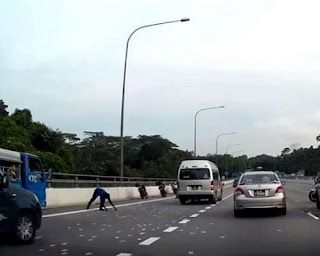 Money all over the Bukit Timah Expressway BKE