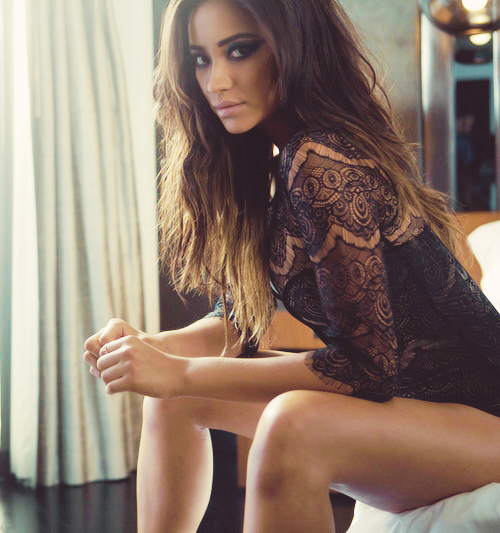 Shay Mitchell Sexy Nude Photos 37