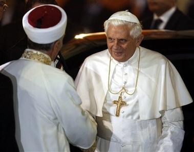 Benarkah Paus Benediktus Masuk Islam?