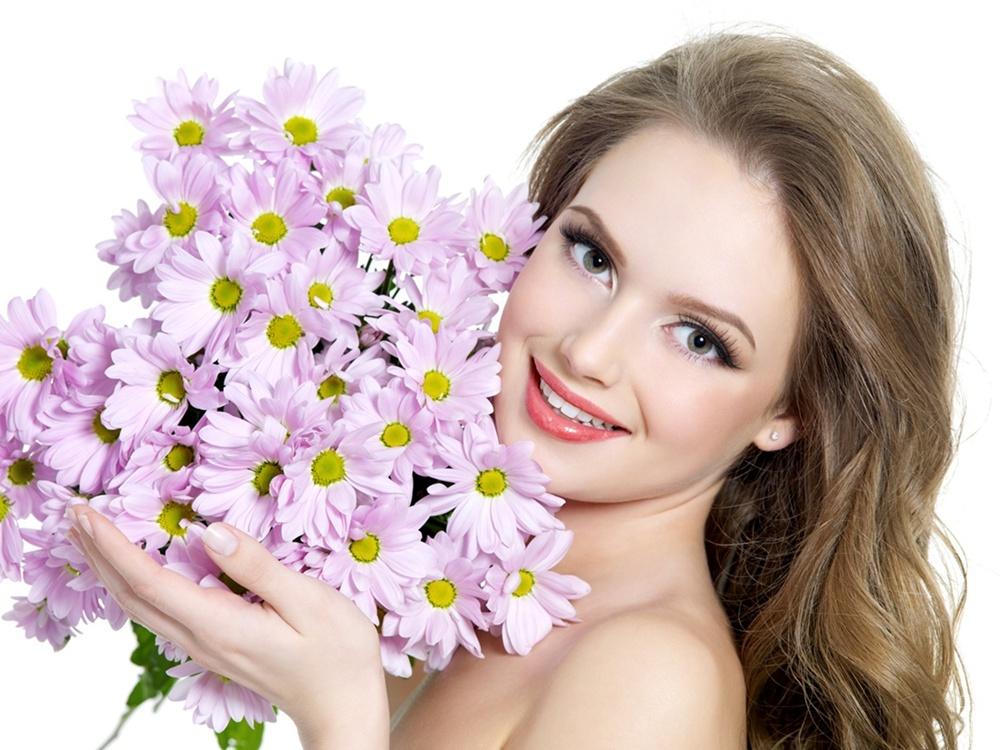 Картинки девушка с цветами 1