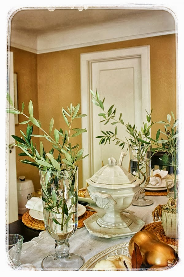 http://decoratingdelirium.com/fall-table-vignette/