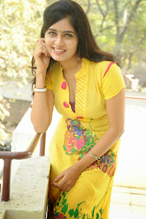 actress madhumitha Pictures at cut chesthe pm 031.jpg