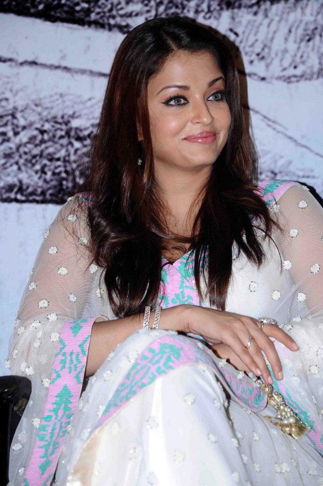 Deepika Padukone Hair 2012 1stbuzz: aishwarya rai...