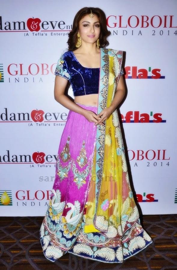 Soha-ali-khan-posing-in-lehenga-Globoil-awards-2014