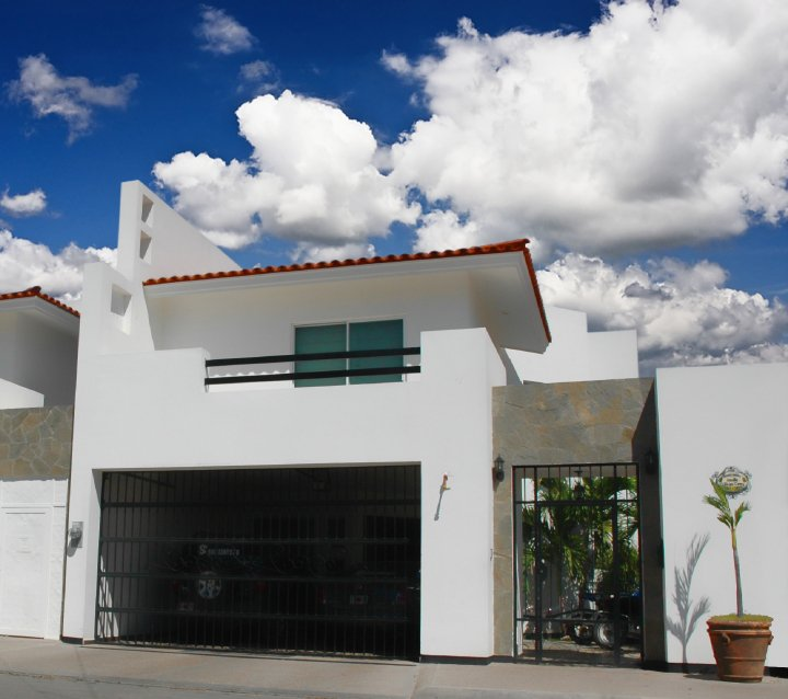 Fachadas on pinterest modern homes google and modern for Fachadas de casas mexicanas