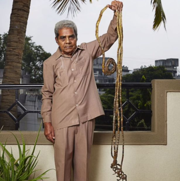 Meet the man with the longest fingernails in the world - LOLADEVILLE