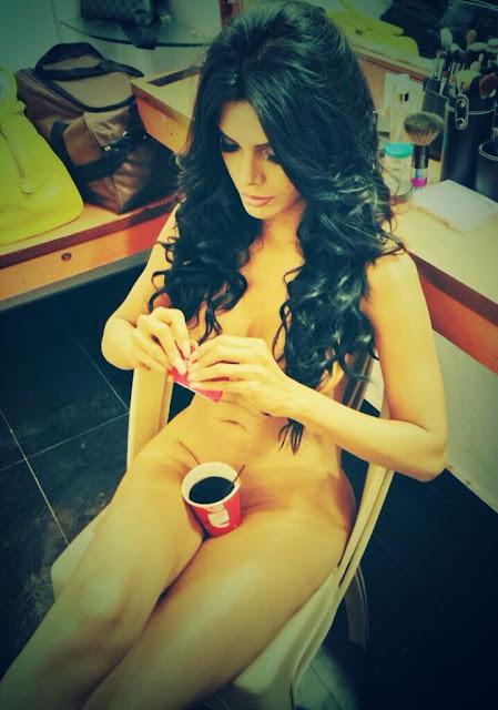 nude Sherlyn Chopra coffee