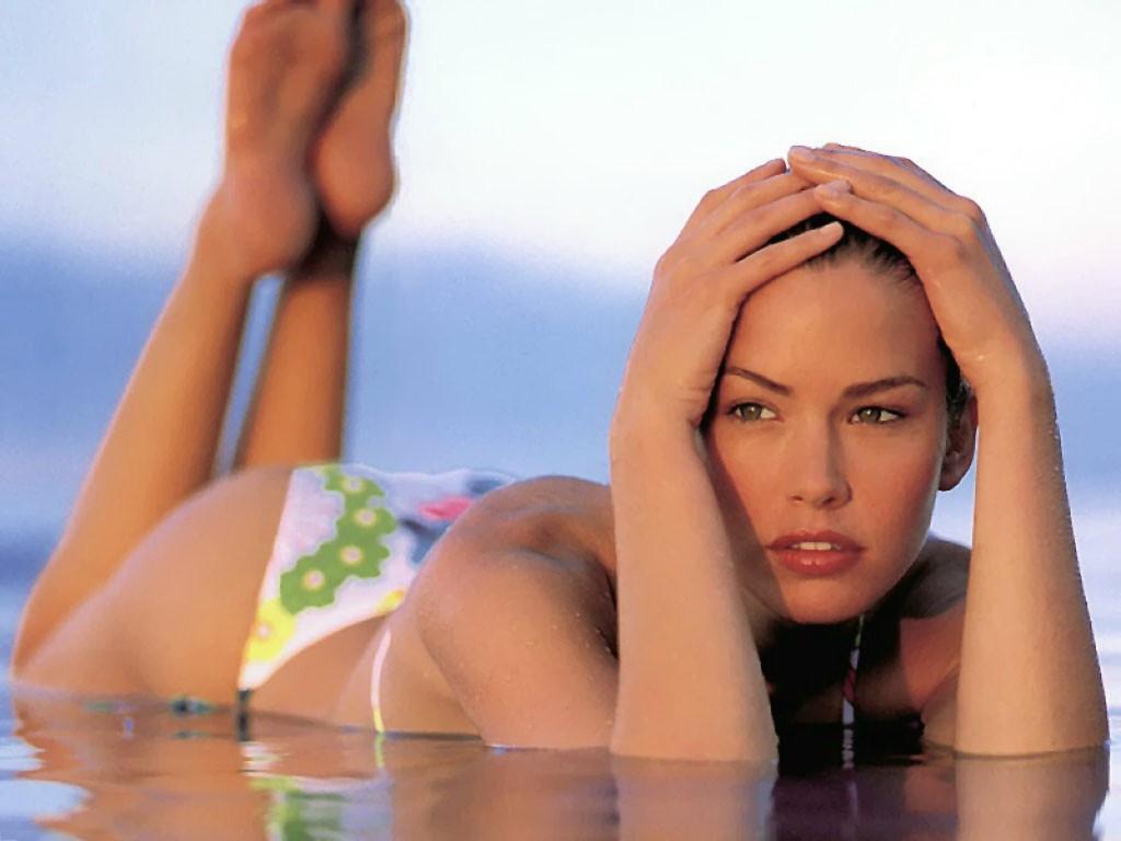 http://2.bp.blogspot.com/-9kA4-WiW8Og/Tbf2pthPuBI/AAAAAAAAAV0/uzHvGcyZBLc/s1600/wallpaper+valeria_mazza++en+bikini+y+tangas.jpg