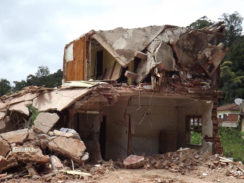 Destruição, limpeza de casas e terrenos na Posse 28/02/2013