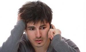 تصرفات تكرهها المرأة فى الرجل ...احذر منها,رجل غير واثق بنفسه يتكبم على الهاتف الموبايل ,unconfident man needy talks on the phone